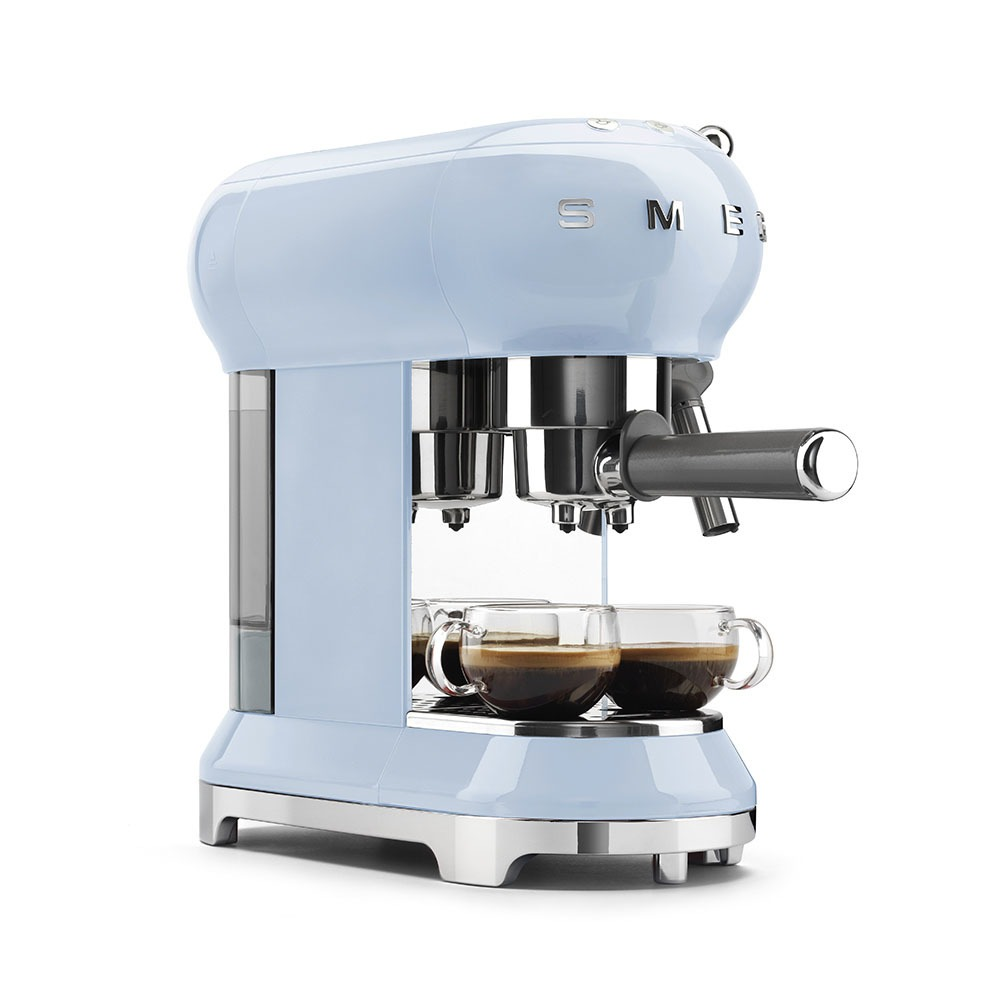 Кофеварка Smeg ECF01PBEU в интерьере - фото 3