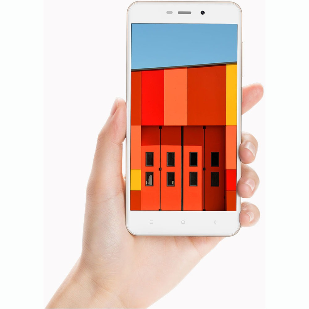 Смартфон Xiaomi Redmi 4A 16Gb золотой в интерьере - фото 2