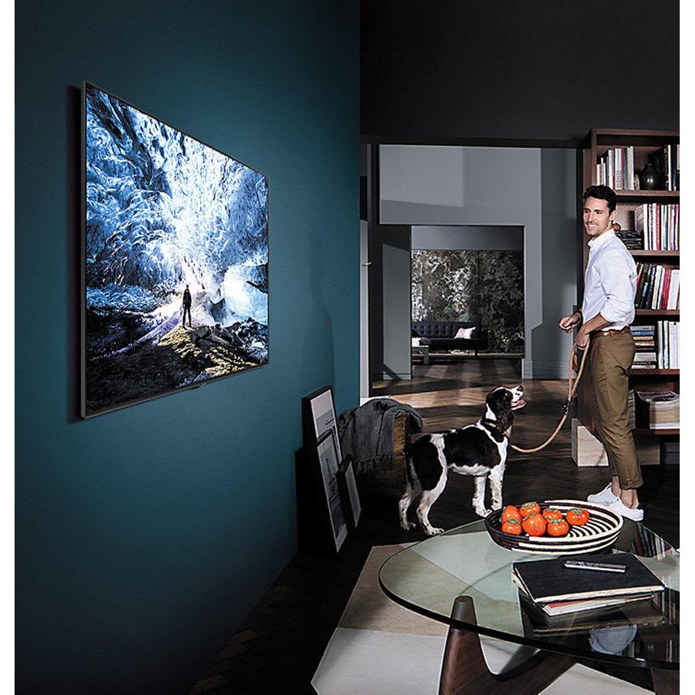 Телевизор Samsung QE65Q9F в интерьере - фото 1