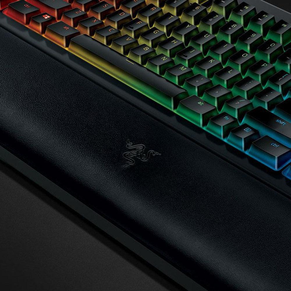 Клавиатура Razer BlackWidow Chroma V2 в интерьере - фото 1