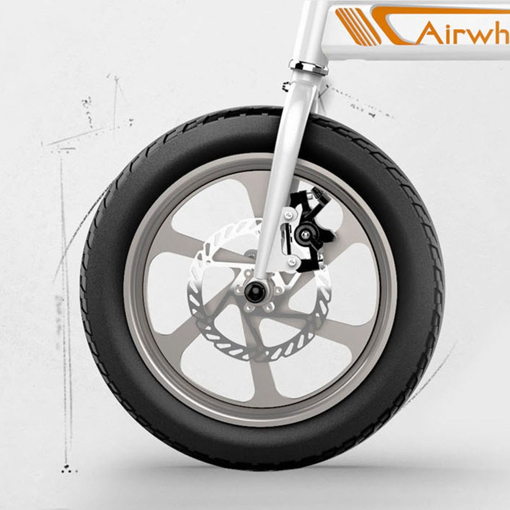 Электровелосипед Airwheel R5 Black в интерьере - фото 7