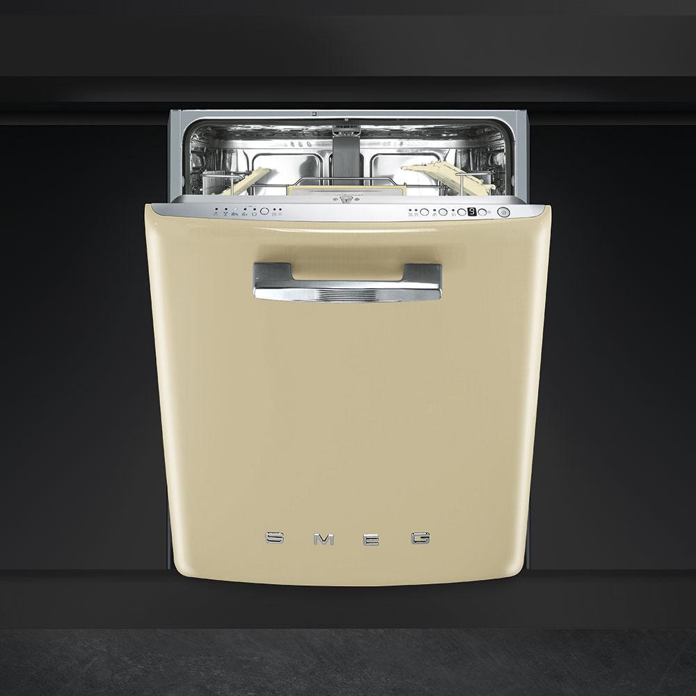 Встраиваемая посудомоечная машина Smeg ST2FABCR в интерьере - фото 1