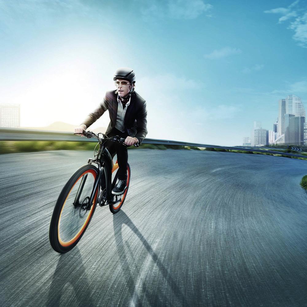 Электровелосипед BESV Lion LX1 оранжевый в интерьере - фото 3