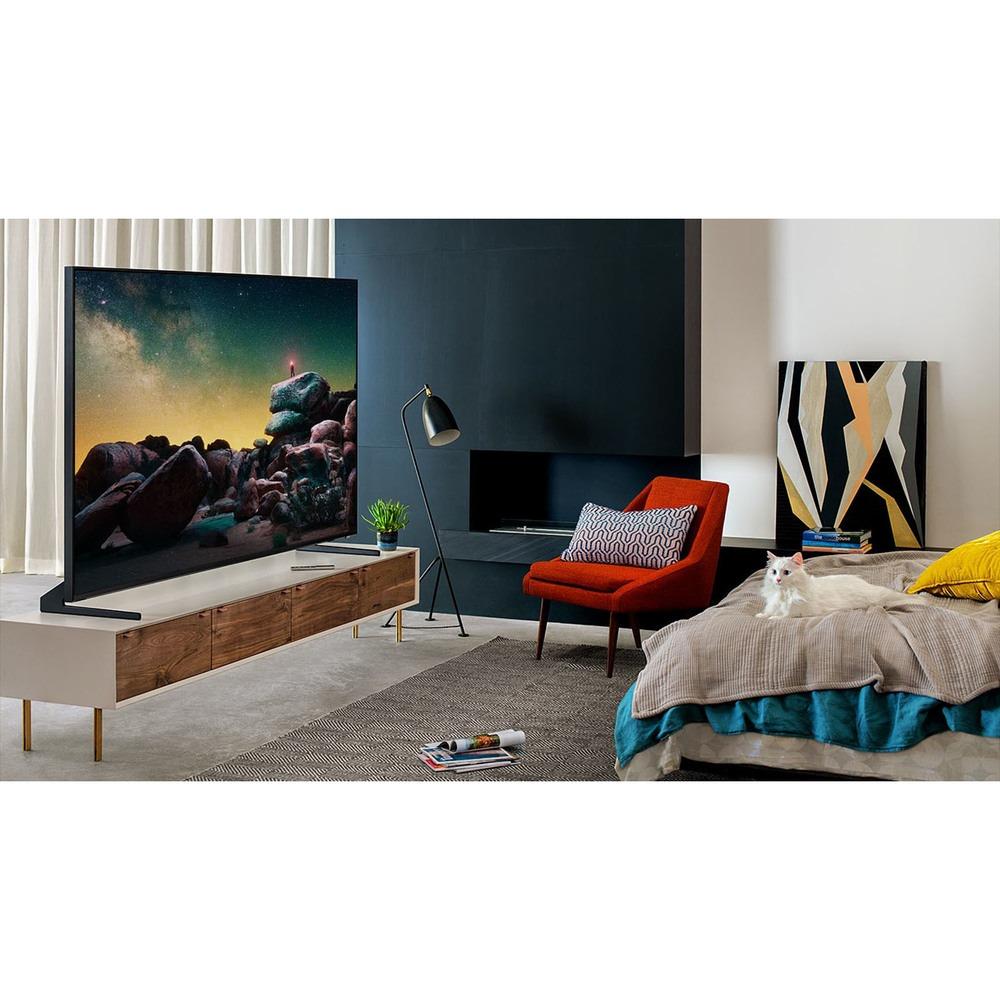 Телевизор Samsung QE65Q900RBUXRU в интерьере - фото 1