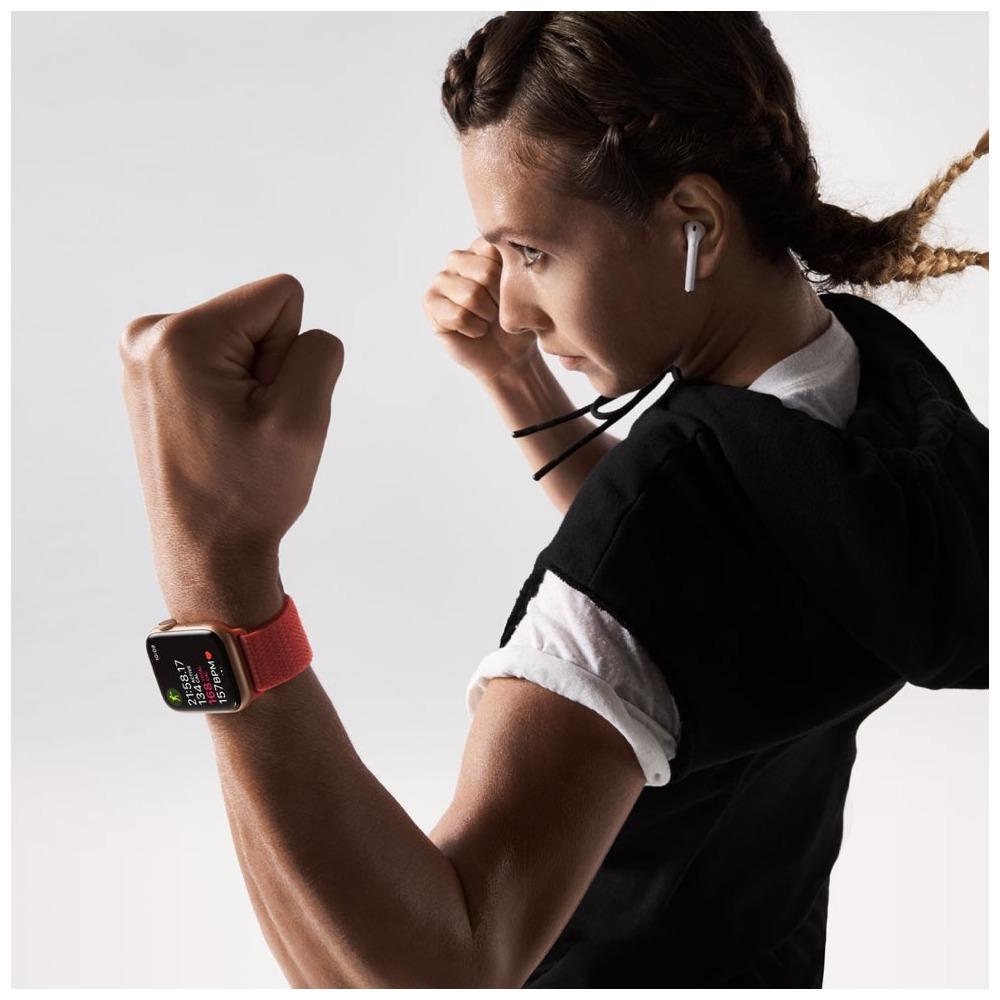Смарт-часы Apple Watch Series 4  44 мм серый космос, спортивный ремешок в интерьере - фото 1