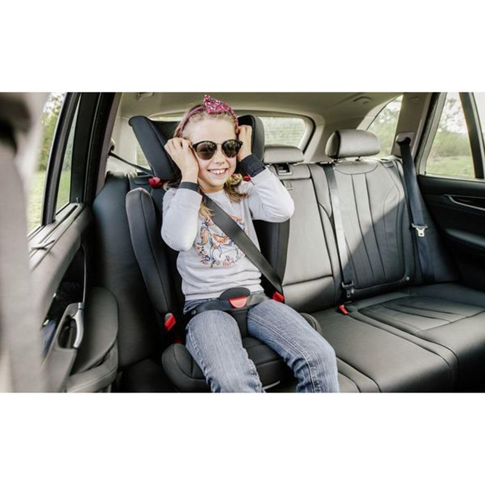 Детское автокресло Britax Roemer Kidfix 2 R Storm Grey Trendline в интерьере - фото 1