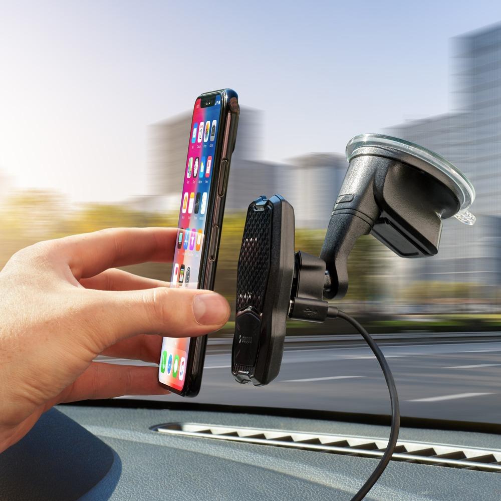 Магнитный автомобильный держатель Deppa Mage Qi в интерьере - фото 1