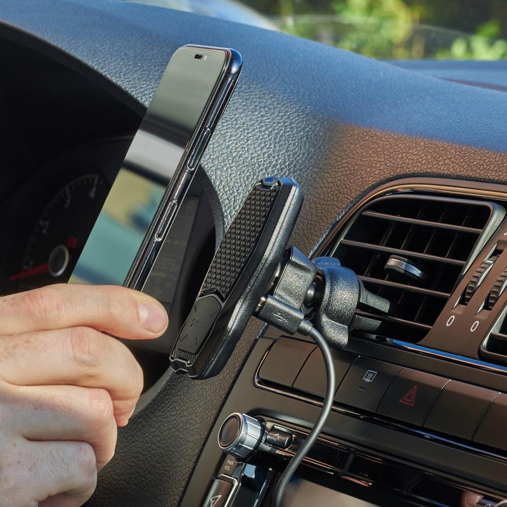 Магнитный автомобильный держатель Deppa Mage Qi в интерьере - фото 2