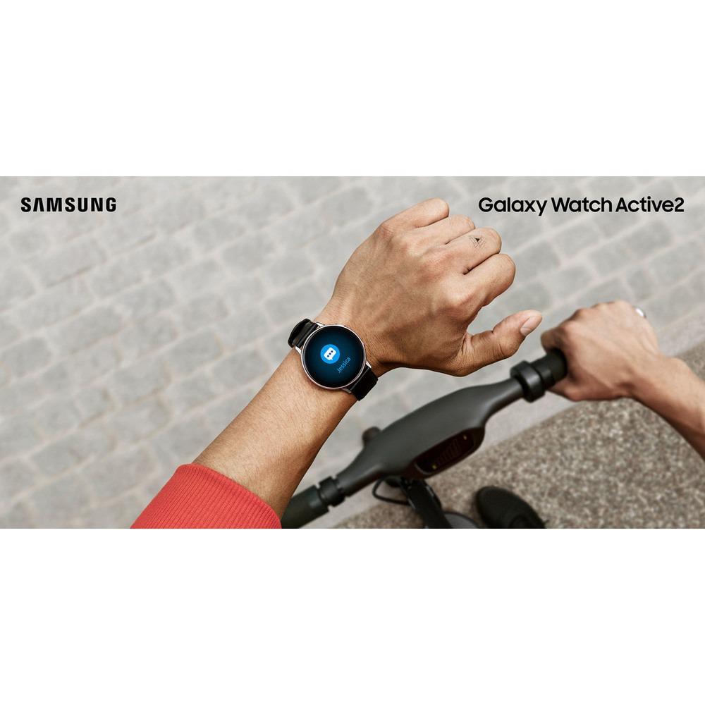 Смарт-часы Samsung Galaxy Watch Active2 40 мм лакрица в интерьере - фото 1