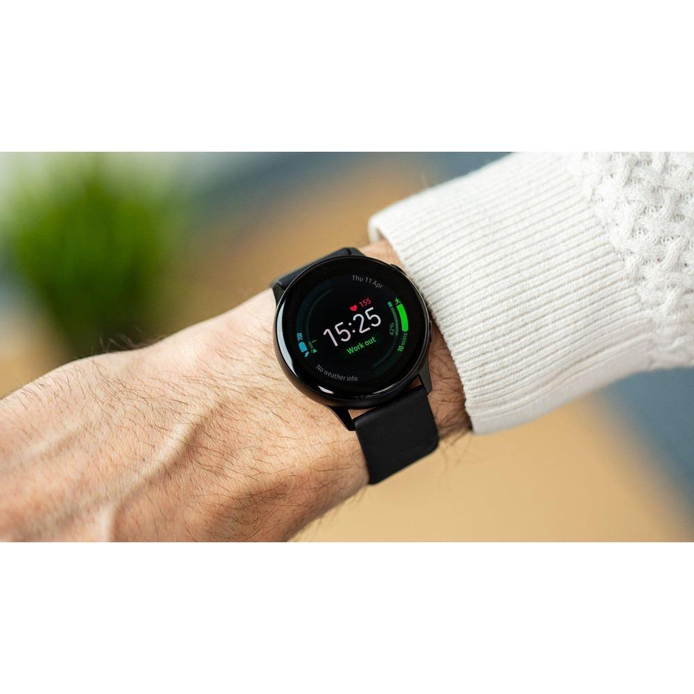 Смарт-часы Samsung Galaxy Watch Active2 40 мм лакрица в интерьере - фото 2
