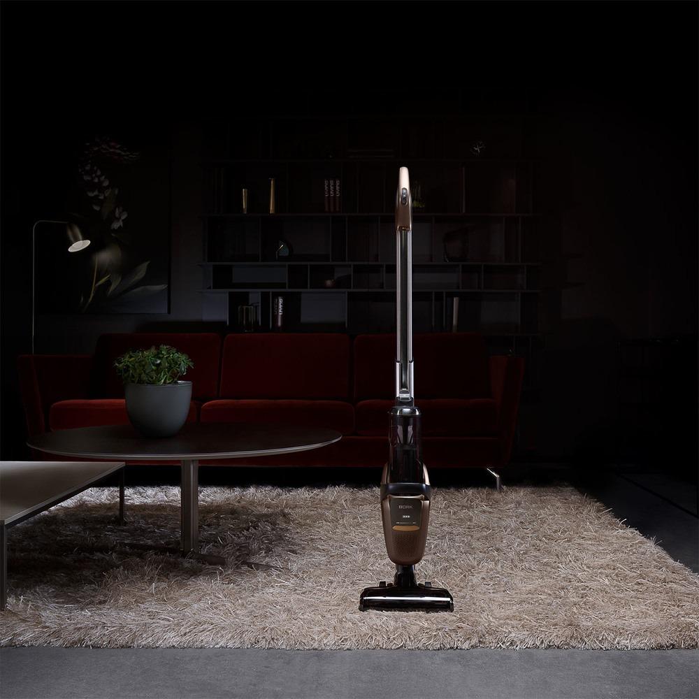 Вертикальный пылесос BORK V800 в интерьере - фото 1