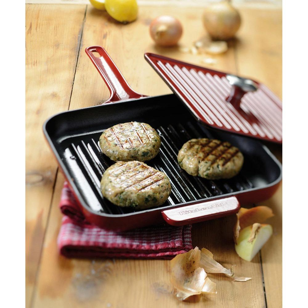 Сковорода KitchenAid KCI10GPAC (102828) с прессом в интерьере - фото 1