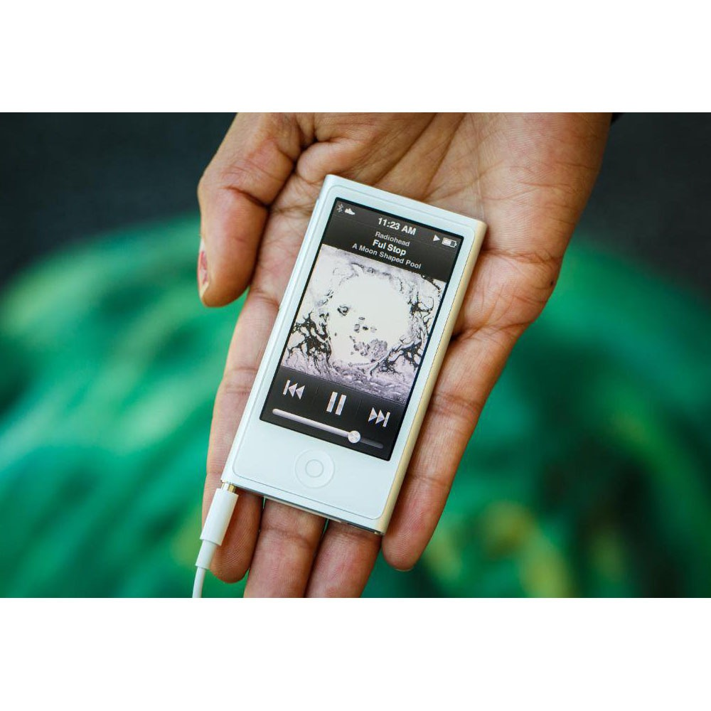 MP3-плеер Apple iPod nano 16Gb Gold в интерьере - фото 1